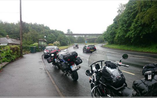 im Regen durch Schottland